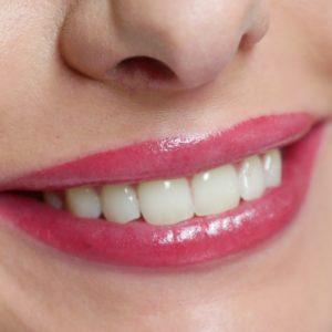 Makijaż permanentny ust oraz modelowanie kwasem hialuronowym